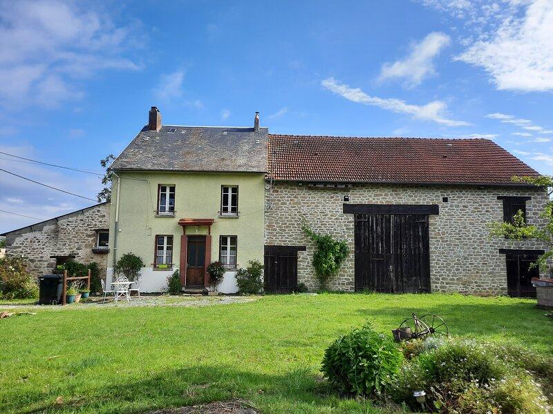COTTAGE DE LA ROSERAIE' dans 'La Vallée des Peintres', holiday rental in Lourdoueix Saint Pierre