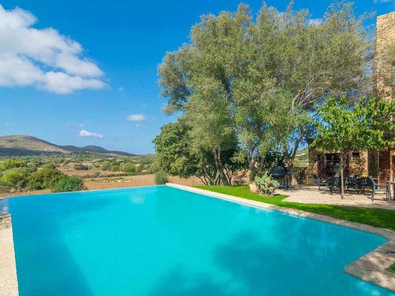 Finca Son Xona - Alcina Vacations En plena naturaleza y con vistas a Capdepera, holiday rental in Font de Sa Cala