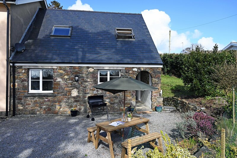 Lovely Cosy Cottage, Parking, Central Location, holiday rental in Begelly