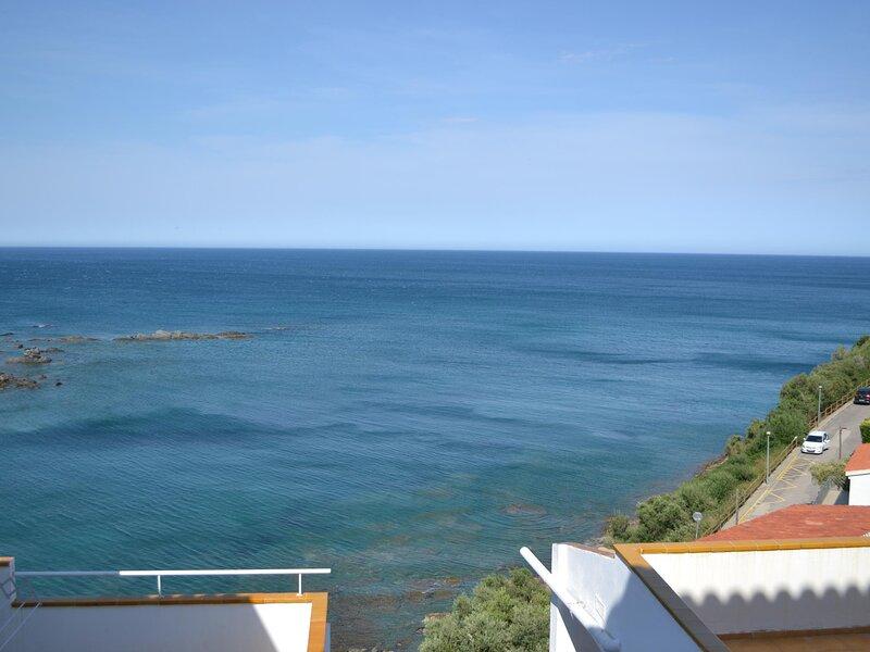 CAU DEL LLOP 10 Fantastic apartment with spectacular sea views!, location de vacances à Llanca