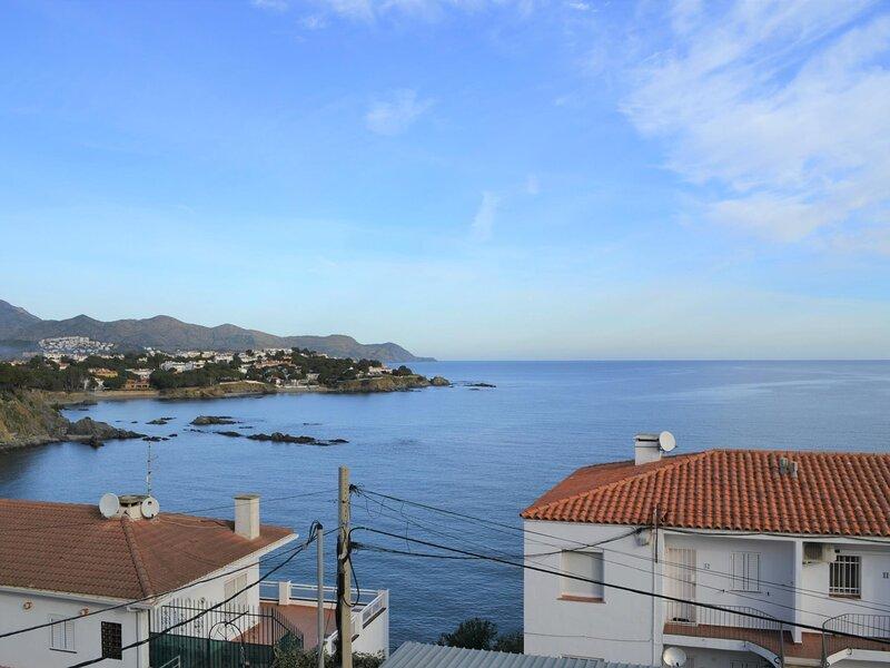 CAU DEL LLOP 12 Apartment with spectacular sea views!, aluguéis de temporada em Llanca