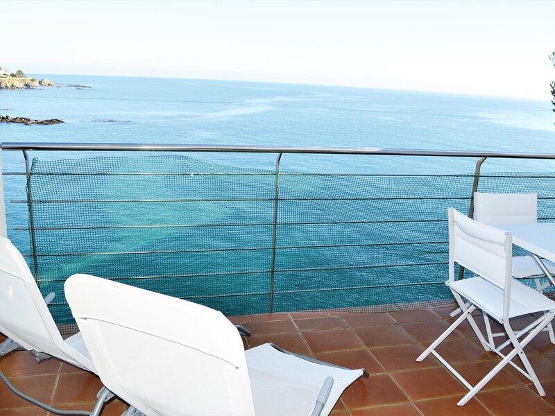 CAU DEL LLOP 4 Great apartment in the sea front!!!, aluguéis de temporada em Llanca