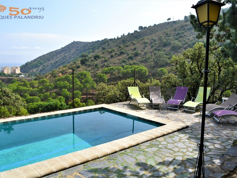COLERA 2 Fantastic apartment with garden and community pool!, holiday rental in Colera