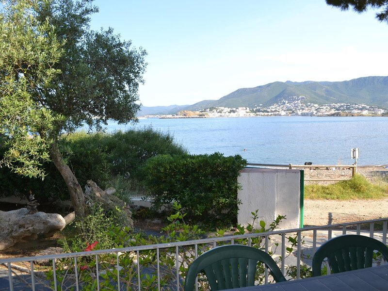 CAP RAS 1 Fantastic apartment in the seafront!!, holiday rental in Colera