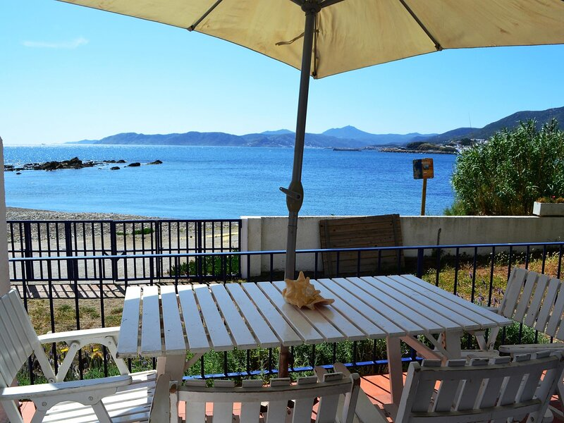 CAP RAS 3 Fantastic apartment in the seafront!!, holiday rental in Colera