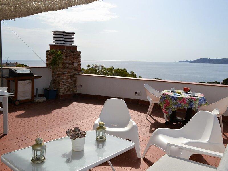 CAP RAS 7 Fantastic apartment with spectacular sea views!, holiday rental in Colera