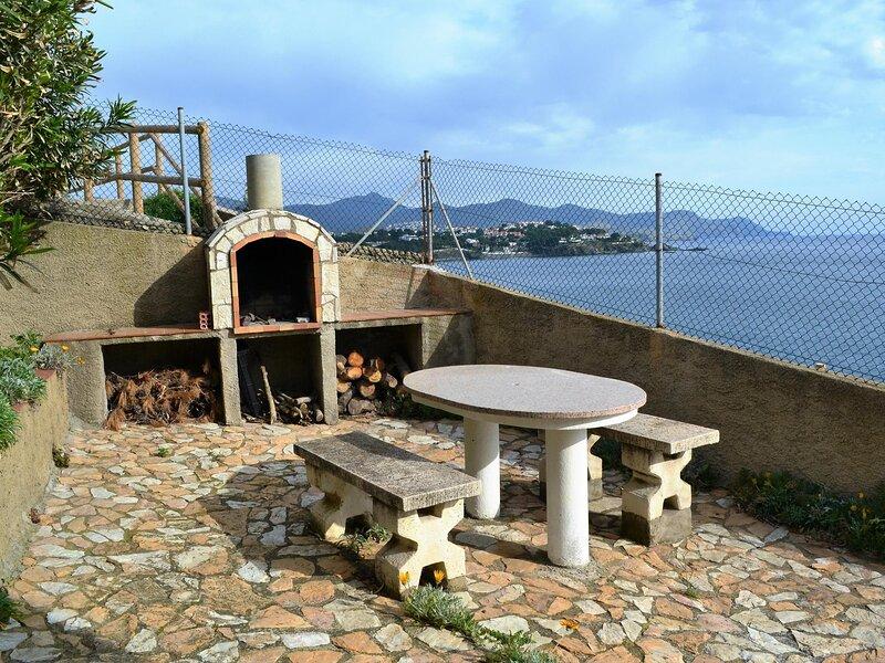 FENER DE BAIX 2 Fantastic apartment with spectacular sea views!, aluguéis de temporada em Llanca