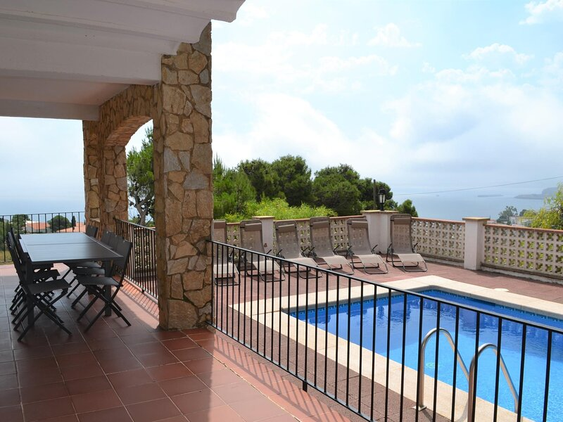 CAP RAS 8 Magnificent apartment with community Pool!, holiday rental in Colera