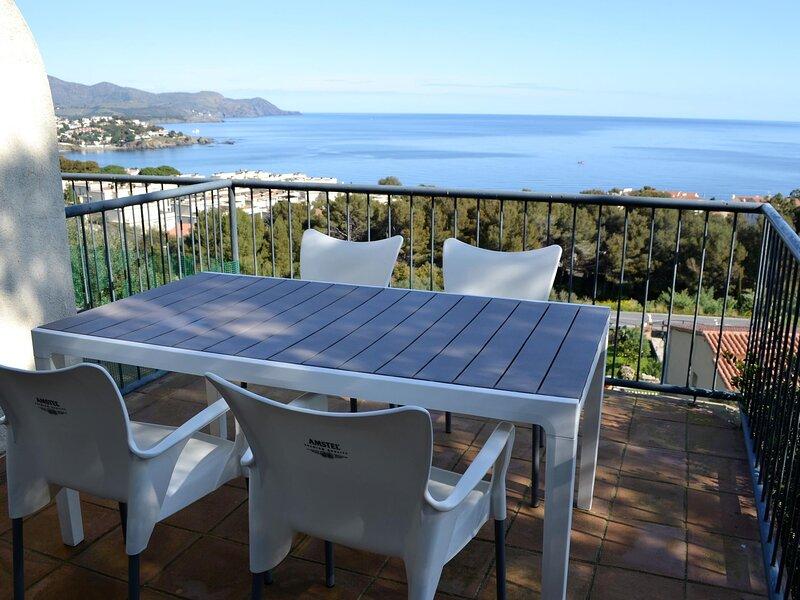 FENER DE DALT 2 Inclredible duplex house with sea views!, aluguéis de temporada em Llanca