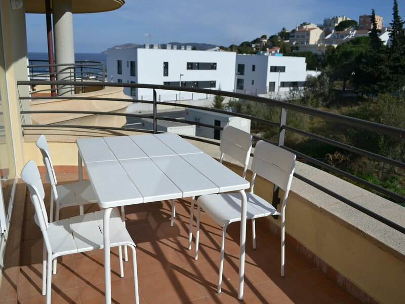TONYINES 1 Fantastic apartment with terrace!, holiday rental in Garriguella
