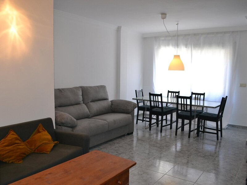 VILA 1 Fantastic and downtown apartment!, holiday rental in Garriguella