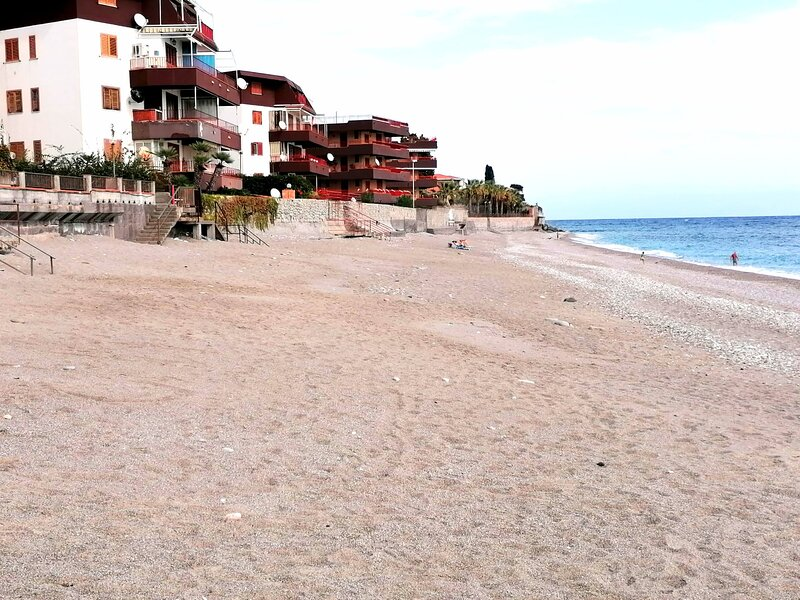 Delizioso appartamento sul mare, location de vacances à Letojanni