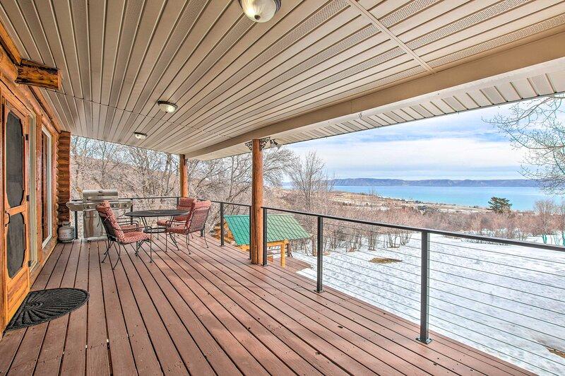 Cabin Exterior   Private Deck   Lake Views