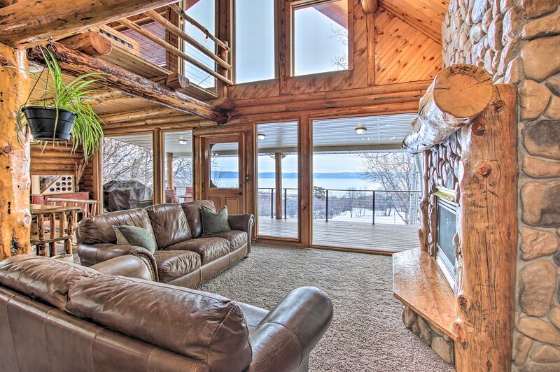NEW! Bright Bear Lake Lodge w/ Hot Tub + Game Room, holiday rental in Fish Haven