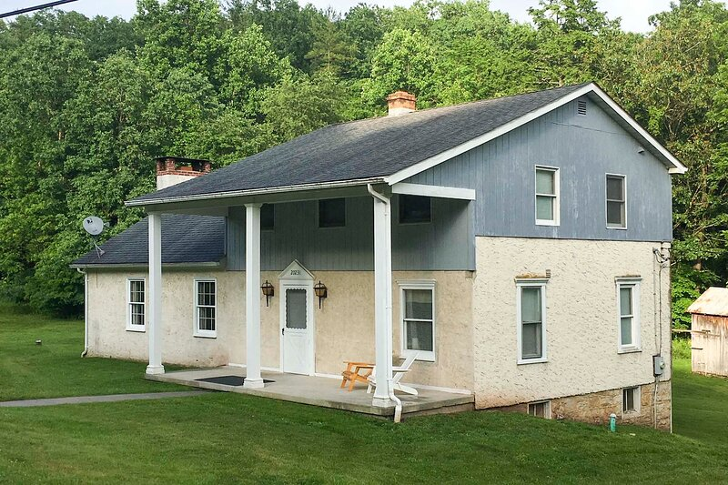 NEW! Serene Saxton Lodge: 7 Mi to Lake Raystown!, holiday rental in Saxton