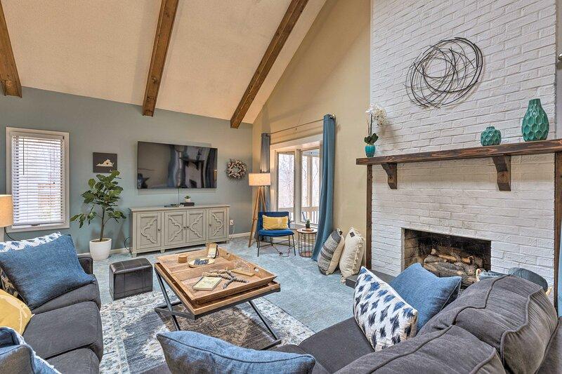Modern Home: Deck, BBQ, Games, Fire Pit, & More!, holiday rental in McGaheysville