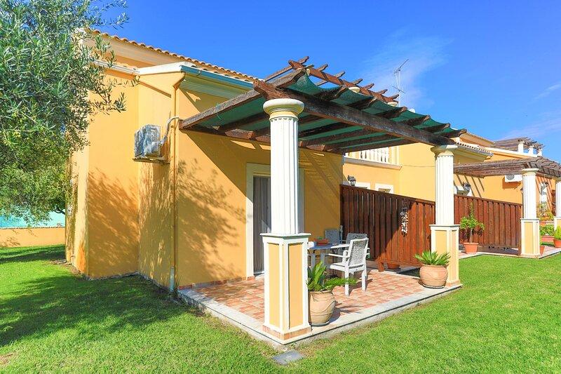 Thanos Exi Maisonette: Top balcony, a/c. garden, holiday rental in Astrakeri