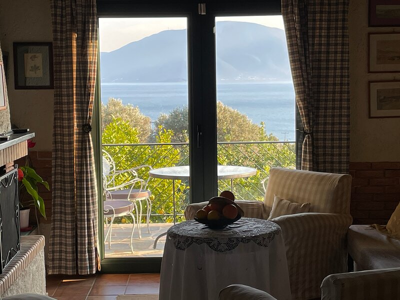 Stunning 2-Bedroom  Villa in Νεροτριβια Εύβοιας, aluguéis de temporada em Khalkis