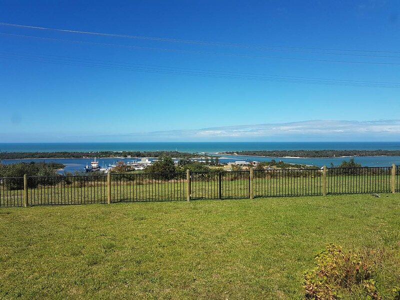 Breathtaking Uninterrupted Ocean Views - Kalimna Holiday House, vacation rental in Nungurner