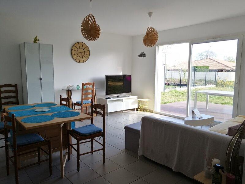AGRÉABLE MAISON POUR 6 PERSONNES, holiday rental in Parentis-en-Born