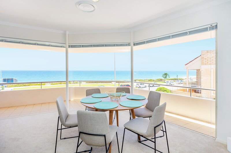 Cottesloe Ocean View House - Executive Escapes, vacation rental in Cottesloe