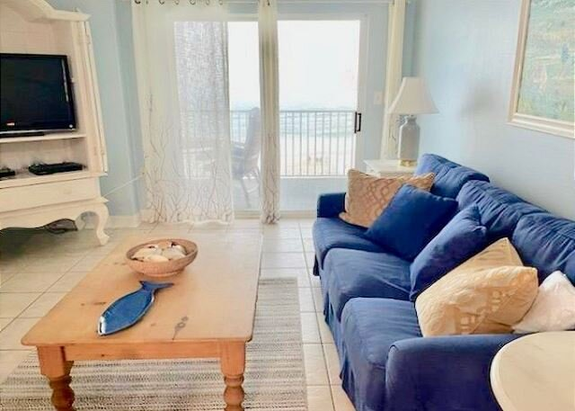 Clearwater 4C ~ Fully Equipped Beachfront Condo ~ Newly renovated kitchen!, location de vacances à Gulf Shores