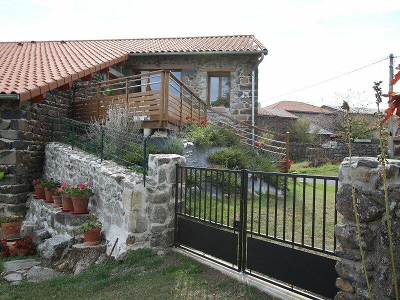 Gîte des 2 Fontaines, holiday rental in Landos