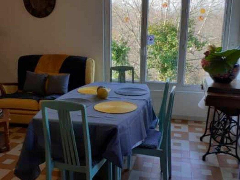 Gîte du lac, holiday rental in Vieilles-Maisons-sur-Joudry
