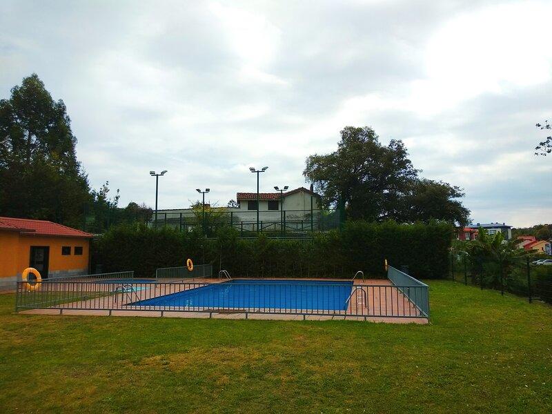 Sumiciu, apartamento con piscina en Llanes, holiday rental in Puertas De Vidiago