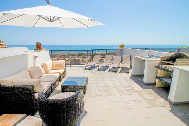 2 Bedroom Luxury Penthouse Beach Apartment, location de vacances à El Altet