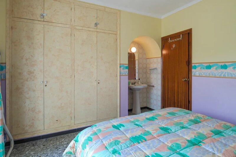Villa avec piscine privé près du spermarché et discotheaue à l'entrée de la vill, alquiler vacacional en Fortià