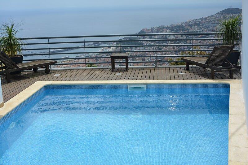 Big house with swimming-pool & Wifi, alquiler de vacaciones en Sao Goncalo