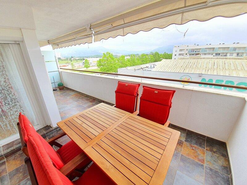 159 ROSES APARTAMENTO 4 PLAZAS CON TERRAZA Y PISCINA, holiday rental in Pau
