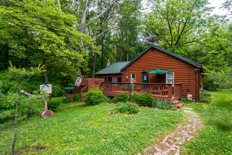 A Brookside Vacation Cabin, holiday rental in Columbus