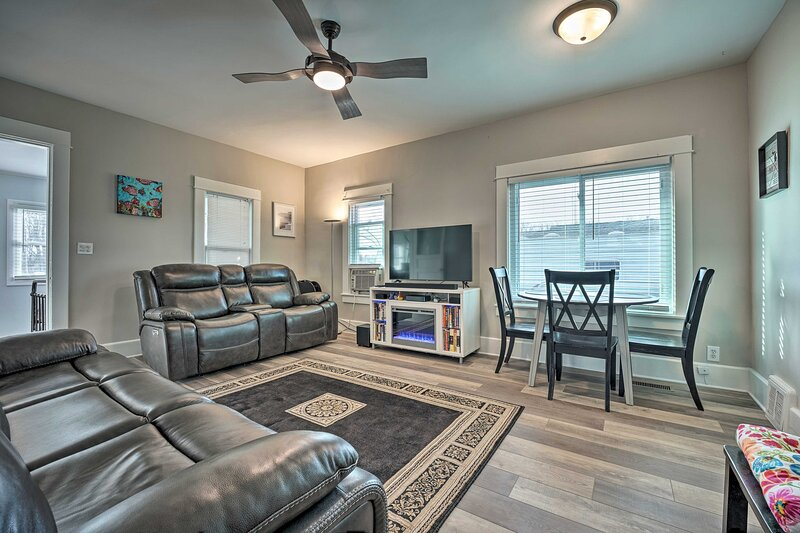 Living Room   Window A/C Units   Free High-Speed WiFi