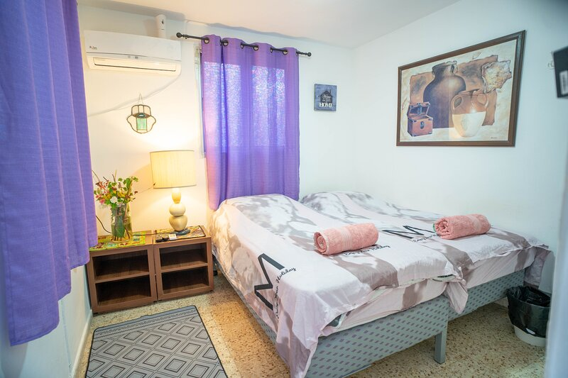 Lowest Point on Earth Double Room with Shared Bathroom, holiday rental in Hazeva