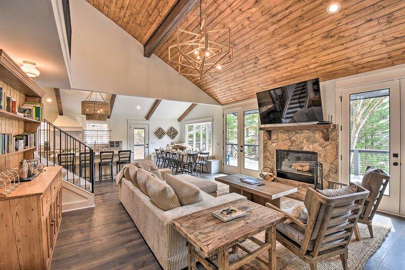 NEW! The Ultimate Luxury Retreat on Lake Burton!, alquiler de vacaciones en Tiger