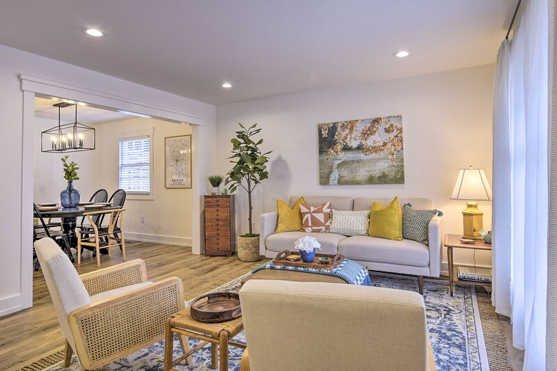 NEW! Modern Traditional Retreat - 7 Mi to Raleigh!, holiday rental in Rolesville