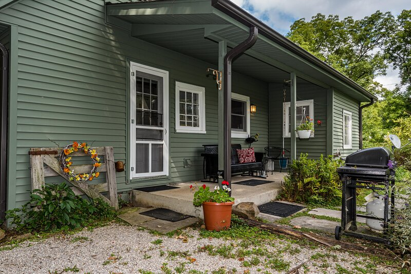 Artist's Retreat Cottage, holiday rental in Unionville