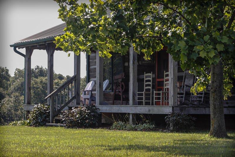 Bittersweet Farm Log Cabin, vacation rental in Morgantown