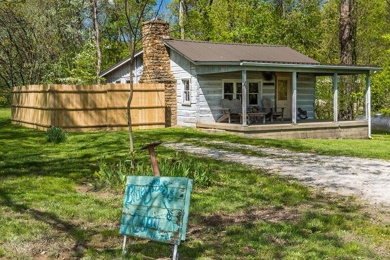 Bluegrass Log Vacation Cabin, location de vacances à Nineveh