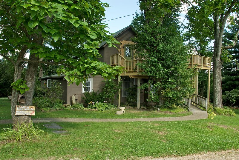 Catalpa Treehouse Apartment, holiday rental in Unionville