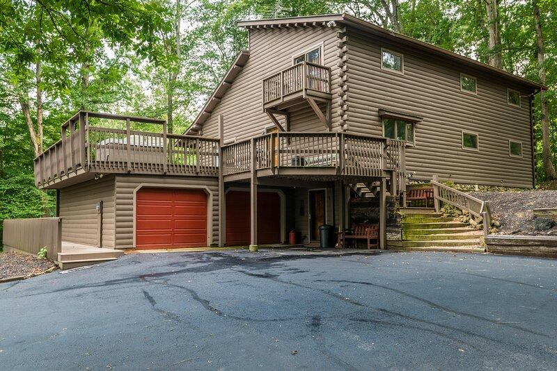 Cliff Creek Vacation Cabin, vacation rental in Morgantown