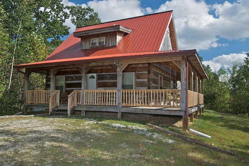 Dogwood Point Log Cabin, holiday rental in Columbus