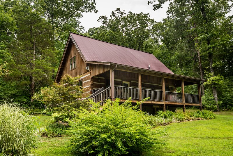 Boondock Vacation Log Cabin, holiday rental in Columbus