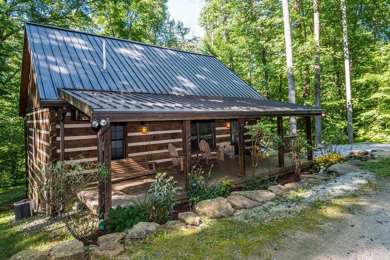 Hickory Ridge Log Cabin, vacation rental in Morgantown
