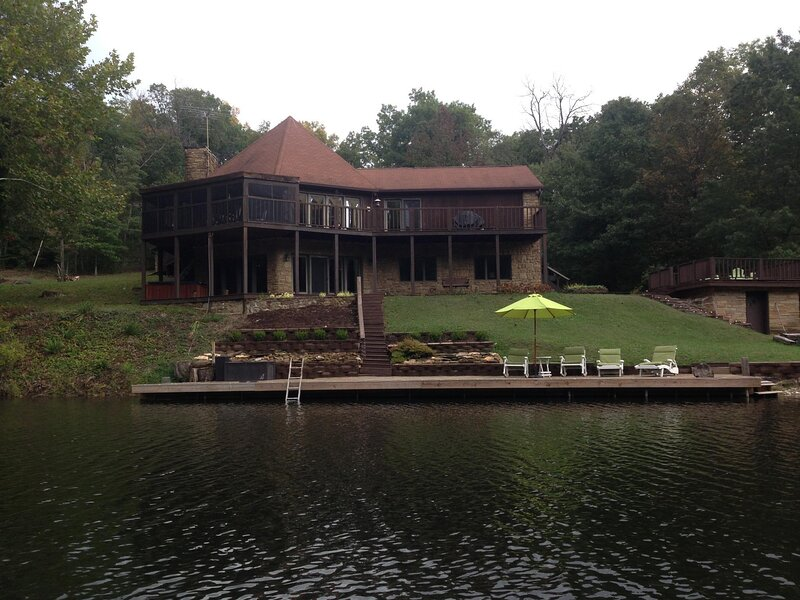 I'd Rather Be Here Cabin, vacation rental in Columbus