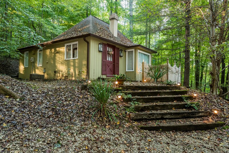 Once Upon A Cottage Vacation Home, holiday rental in Unionville