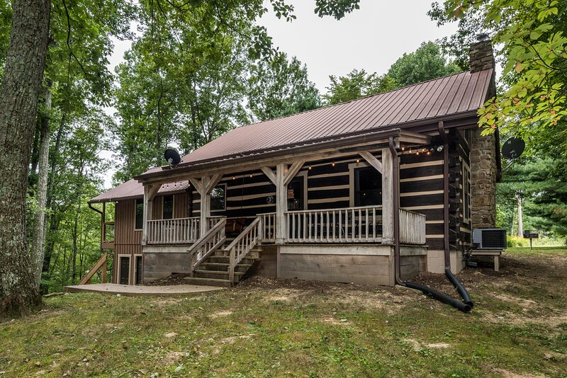 Rock Ridge Log Vacation  Cabin, vacation rental in Columbus