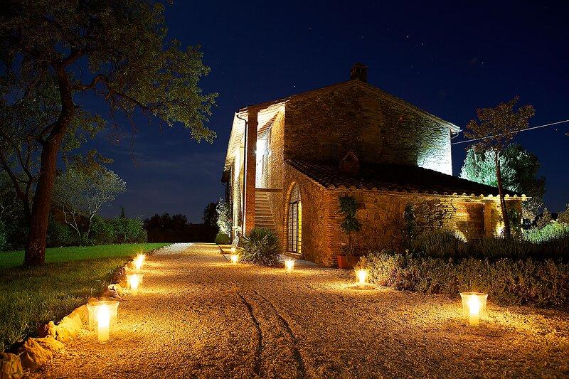 On Its own hill. Villa Le Tre Vi. Authentic stone built Italian country villa., vacation rental in Agello